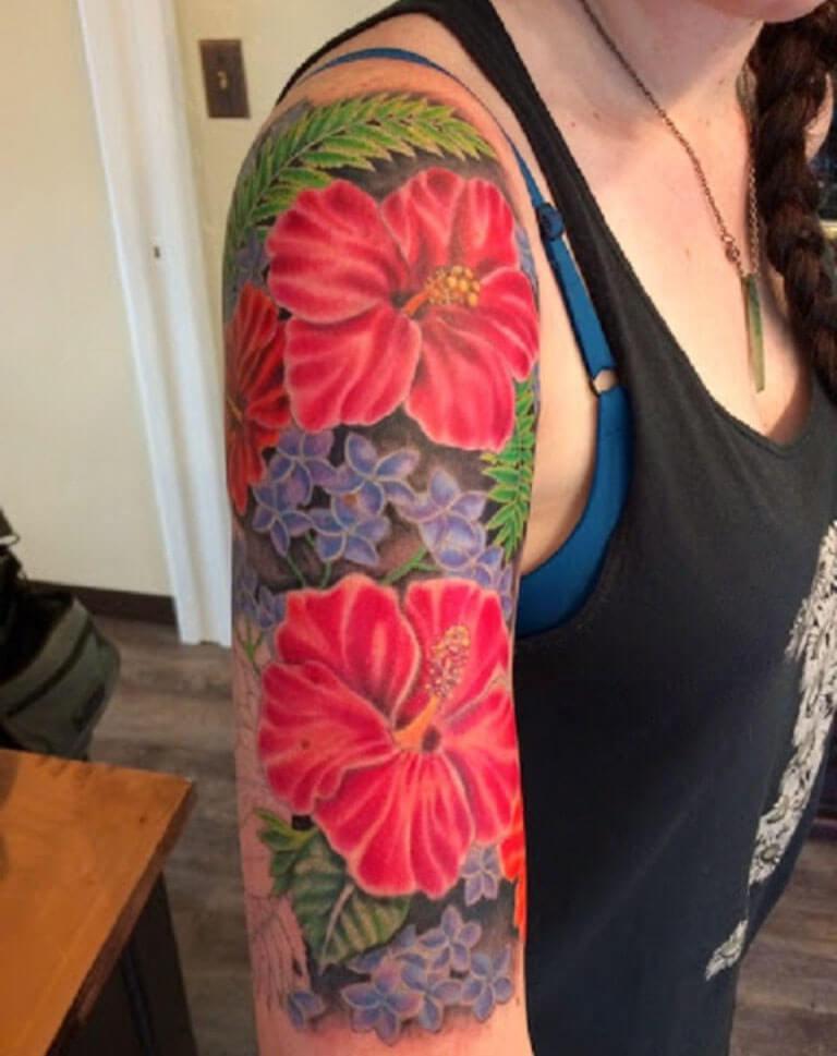 hermoso tatuaje de la flor de hibisco