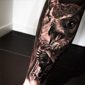 Tattoo de águila en el brazo