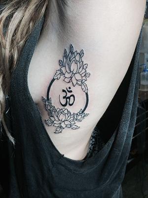 tatuaje simbolo om significado