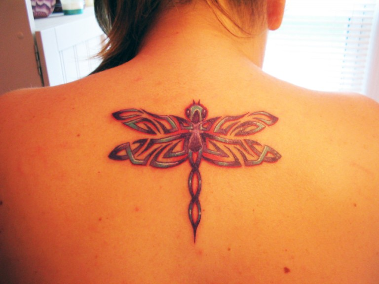 tattoo libelula tribal