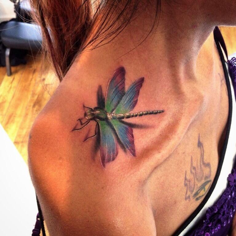 significado tatuaje de lubelula en el hombro