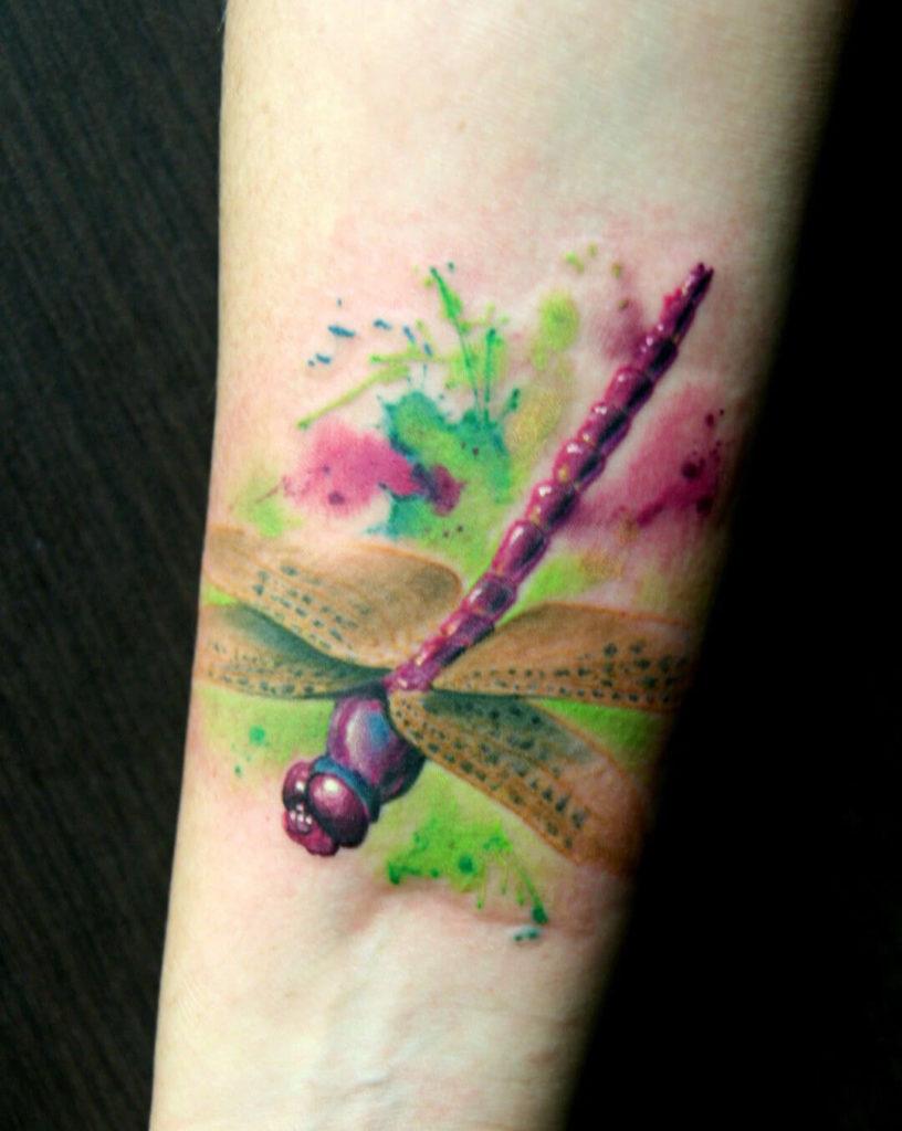 tatuajes de libelulas a acuarela significados