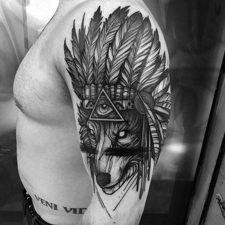 diseño tatuaje de lobo en el brazo
