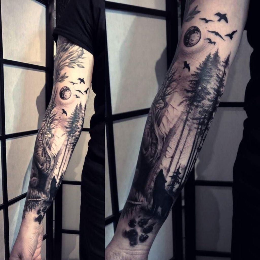 lobo en el bosque tatuaje en el brazo