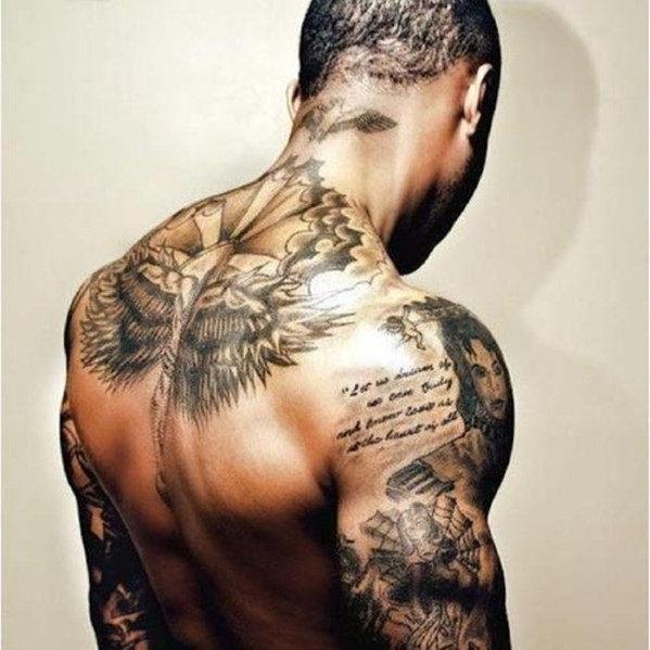 mejores tatuajes de hombro para hombres