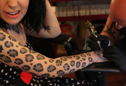 motivo piel pantera tatuajes
