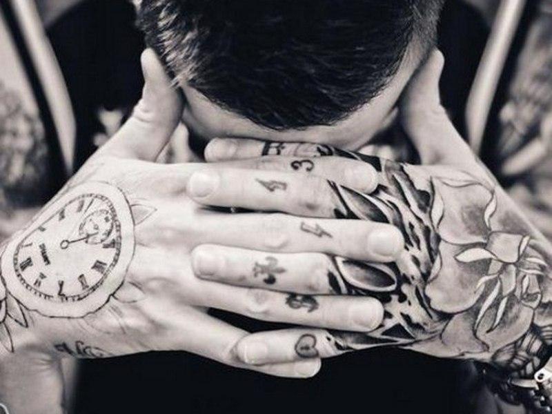 que significa el tatuaje de reloj en la mano