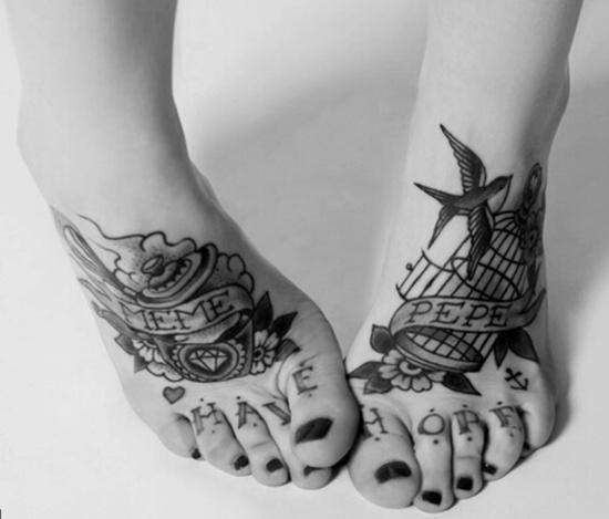 significado de tatuaje en el pie mujer