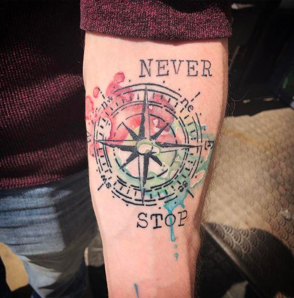 tattoo acuarela brujula