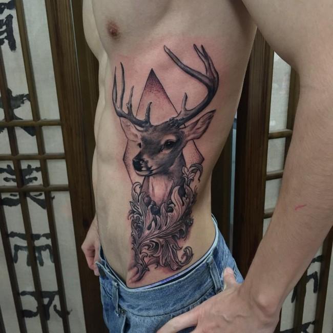 tattoo de ciervo para hombre