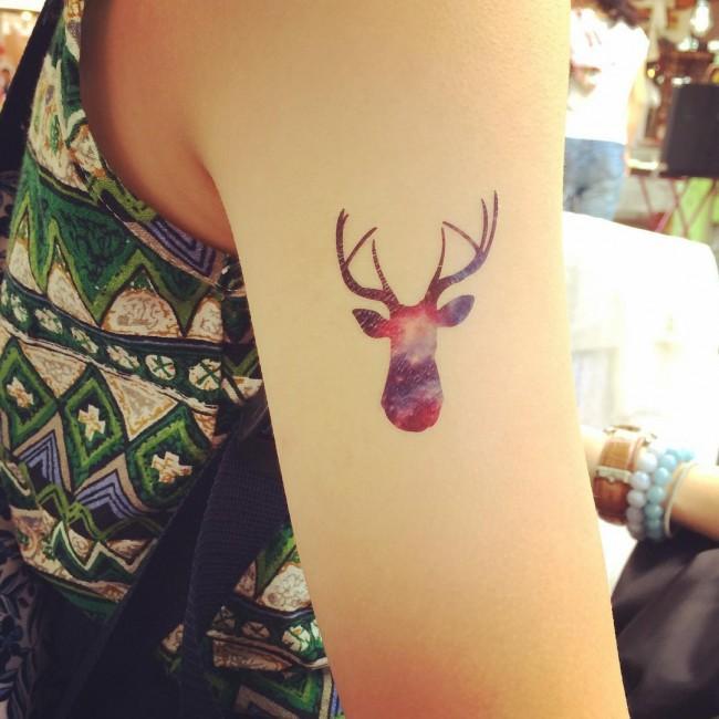 tattoo de ciervo para mujer