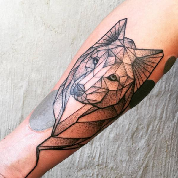 tattoo geometrico de lobo