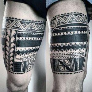 tattoo maori en las piernas