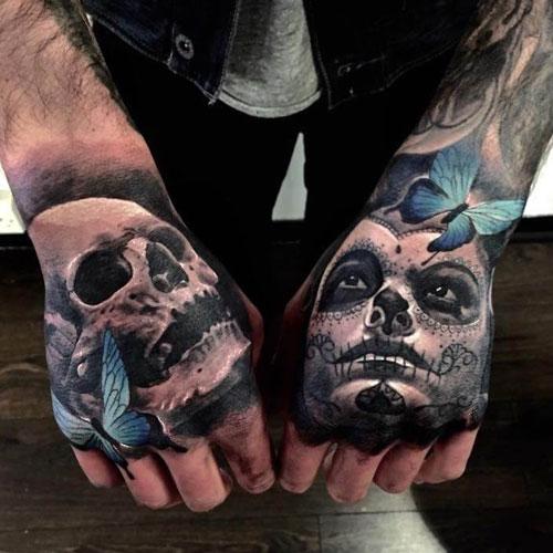 tatuaje de calavera y catrina en la mano