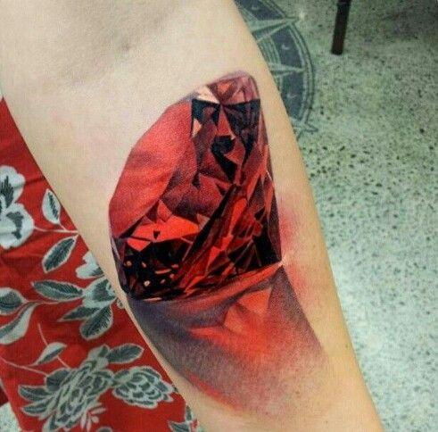tatuaje de diamante rojo