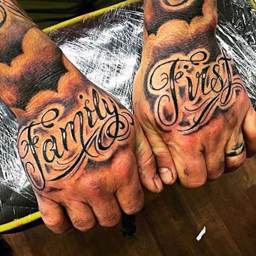 tatuaje de frase en las manos