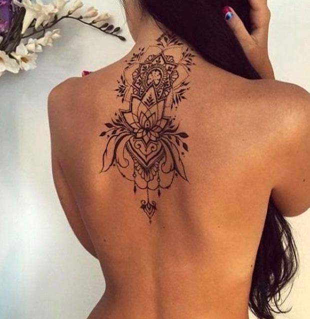 tatuaje en la espalda mujer con significado
