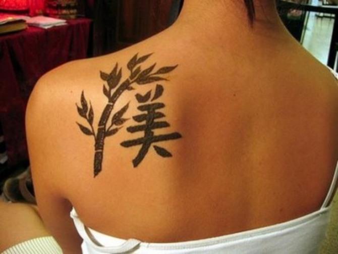 tatuaje oriental en el hombro