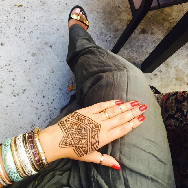 tatuaje para mujer en la mano