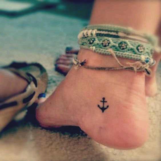 tatuaje pie mujer pequeño