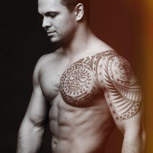 tatuaje tribal hombro hombre