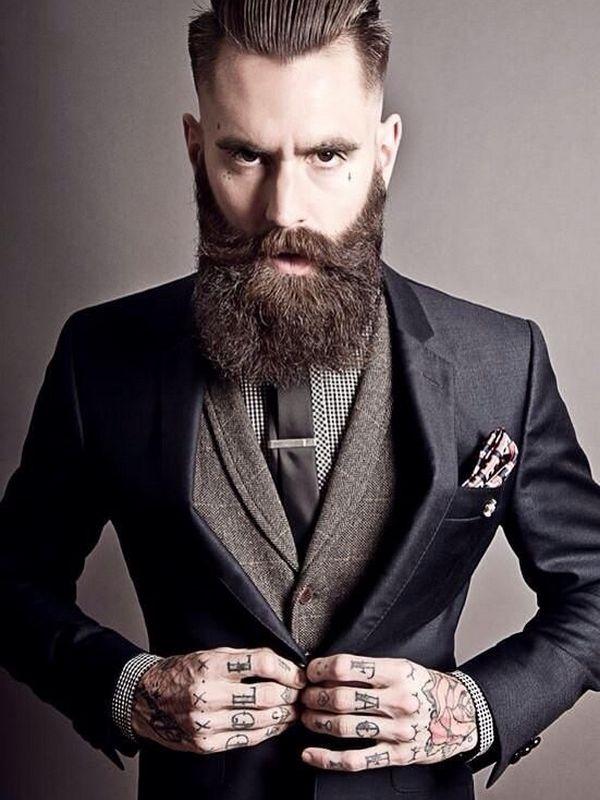 tatuajes de letras en las manos hombre