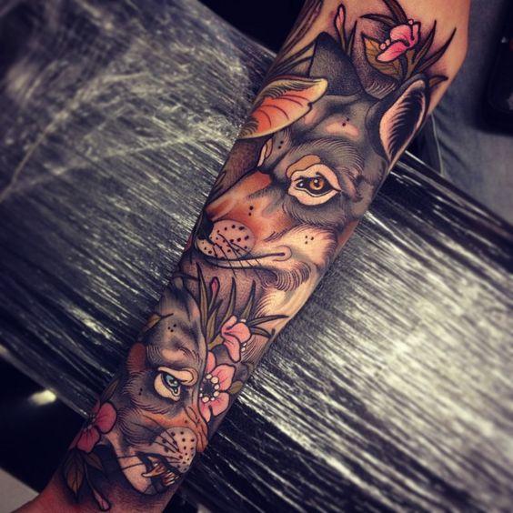 tatuajes de lobo y flores