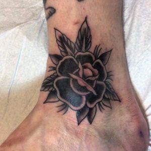flor en el tobillo