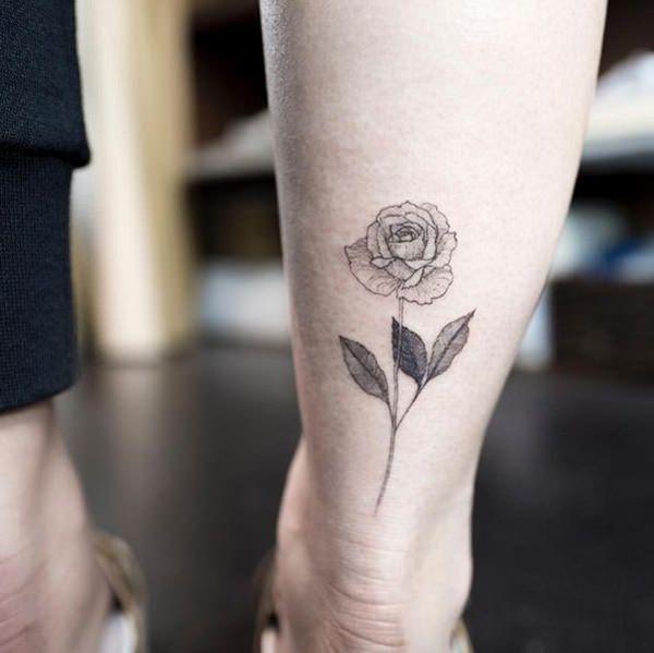 flor en la pantorrilla