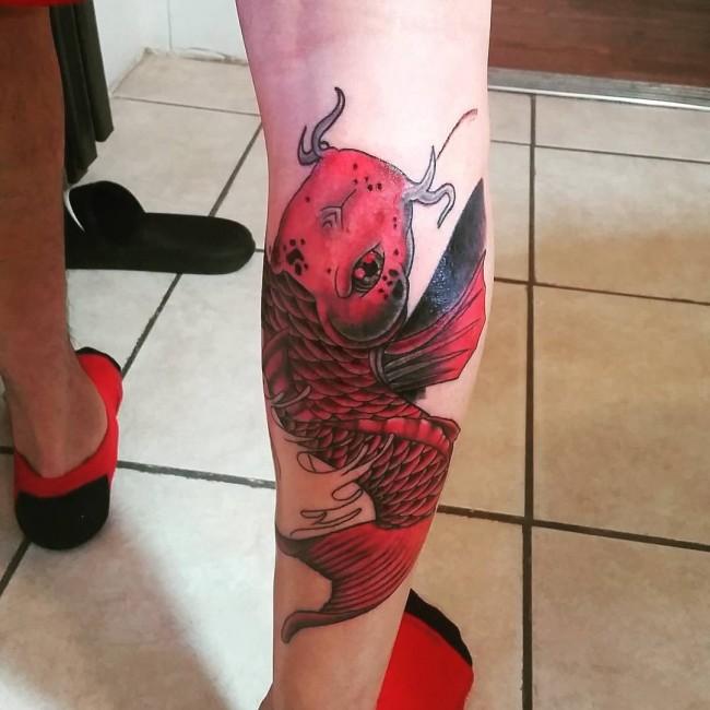 pez koi tatuaje rojo