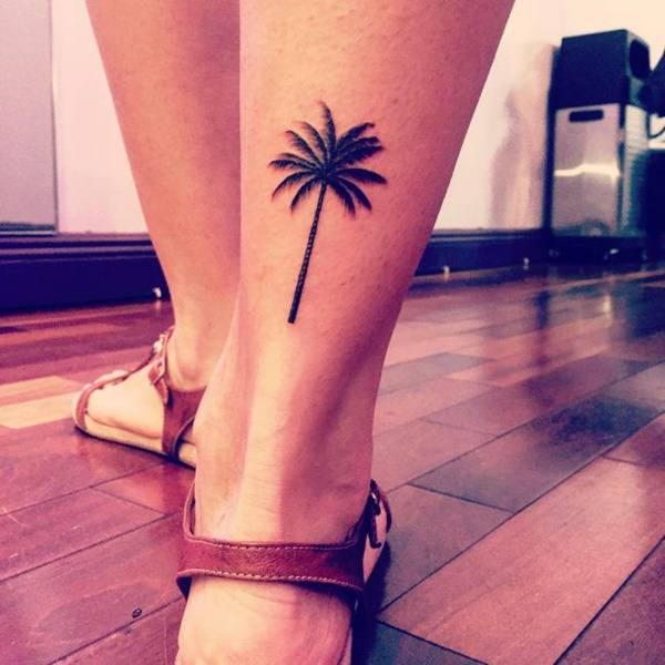 que simboliza un tatuaje de palmera