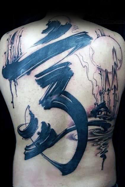 tattoo de om grande en la espalda