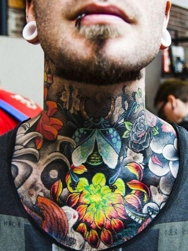 increible tatuaje de cuello hombre