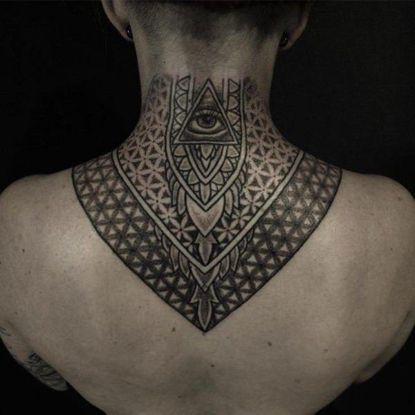 tattoo celta en el cuello mujer