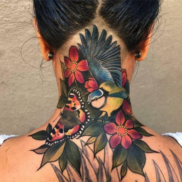 tatuajes de flores y ave