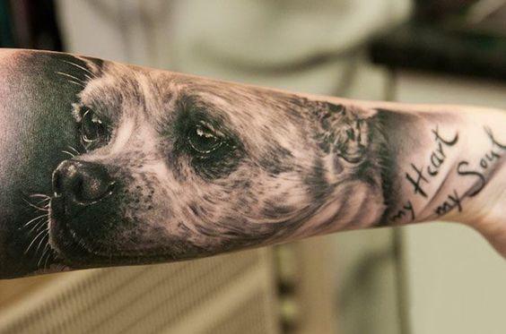 cara de perro en el antebrazo