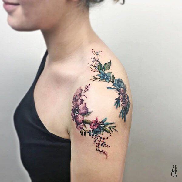 flores tatuaje hombro