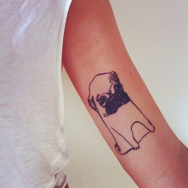 tattoo pug en el brazo