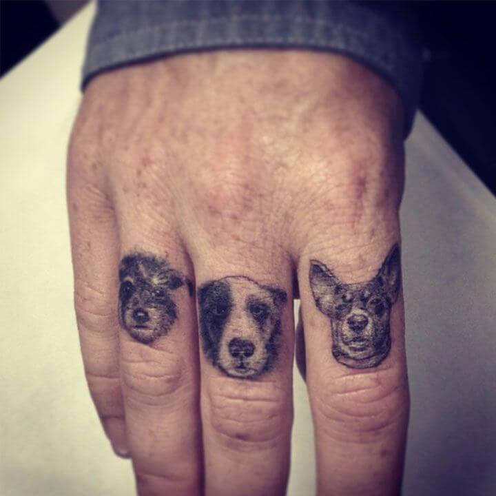 tatuajes de perros en los dedos
