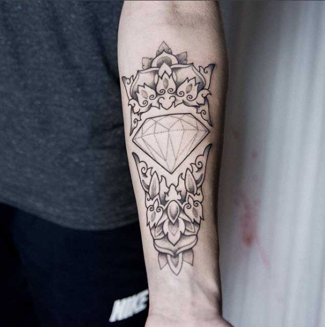 25 Tatuajes De Diamantes Significados Descúbrelos