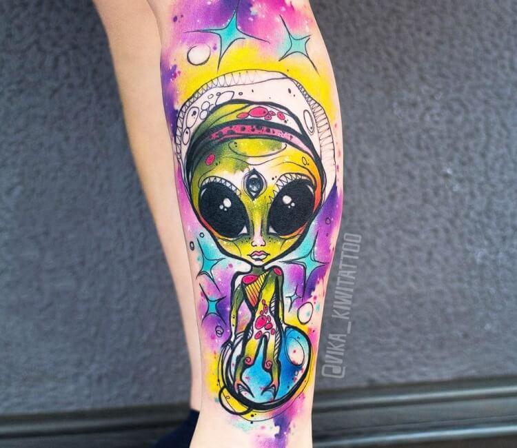 tatuaje alienigena acuarela