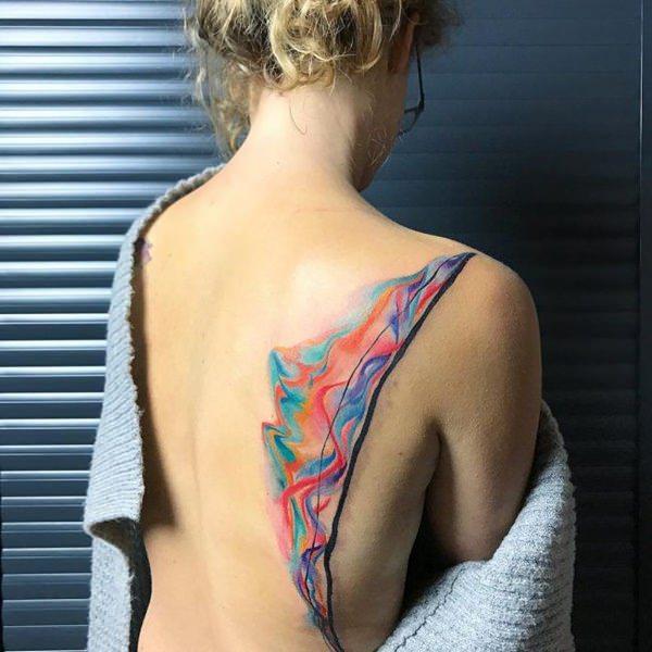 mejores tatuajes de acuarela en la espalda para mujeres
