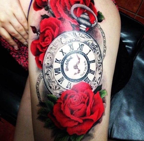 reloj vintage con rosas en la pierna