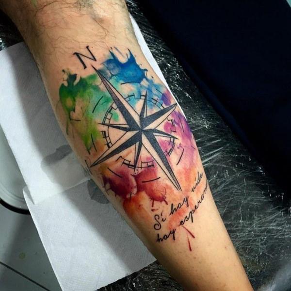 tattoo de brujula y acuarela