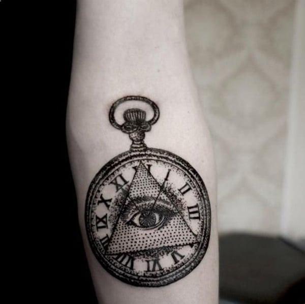 tattoo reloj, triangulo y ojo
