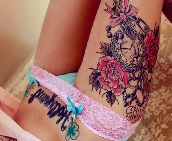 tattoo sexy de reloj en la pierna