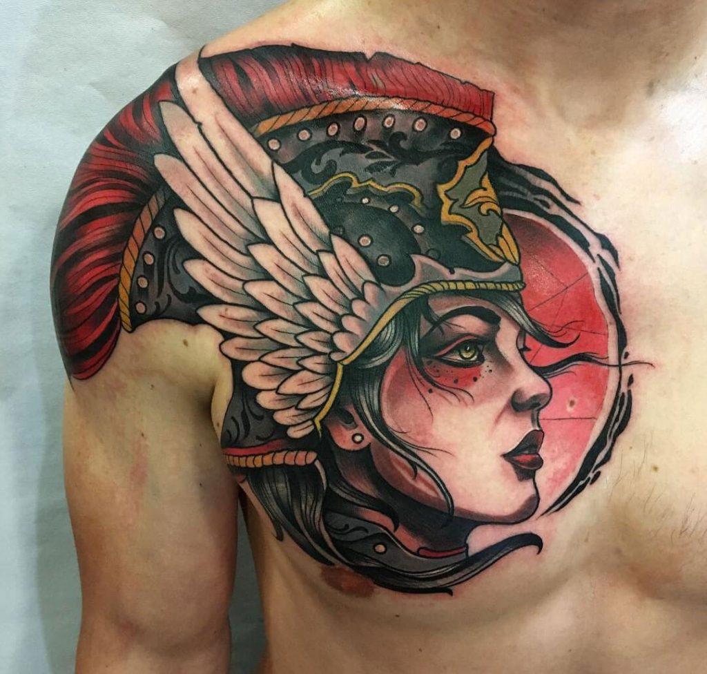 tatuaje a color en el pecho