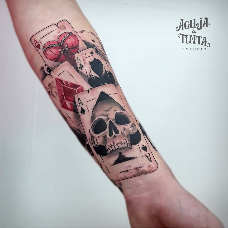 tatuaje de cartas para mujer