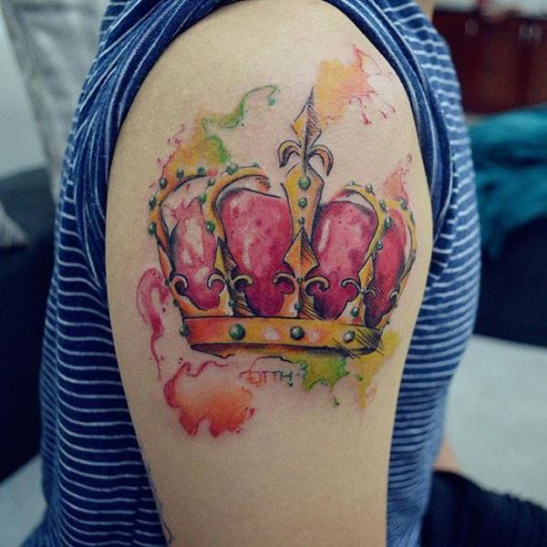 tatuaje de corona y acuarela