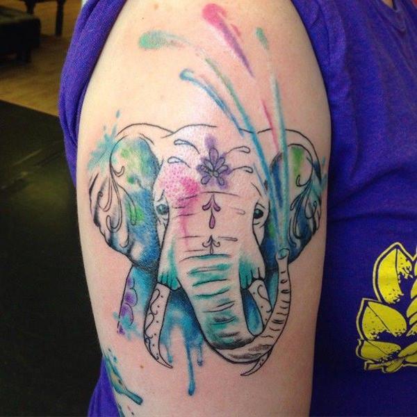 tatuaje de elefante salpicaduras